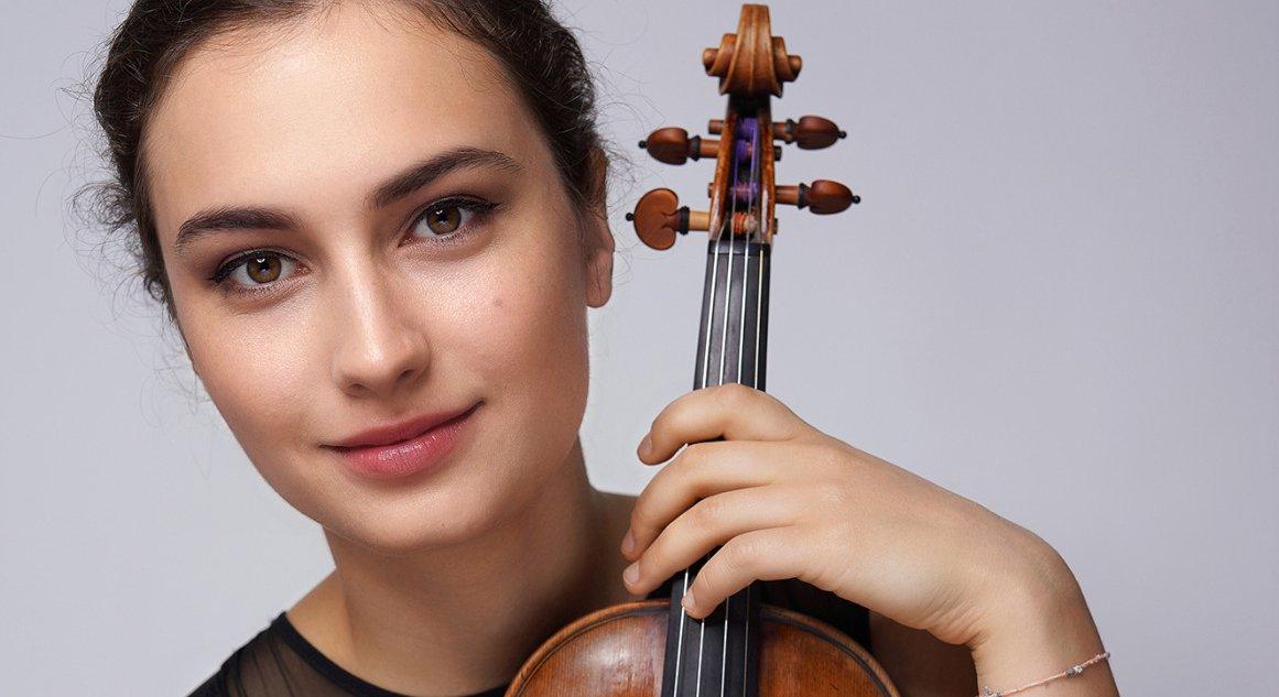 Eva Zavaro